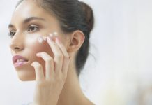 cách bôi kem dưỡng da và kem chống nắng