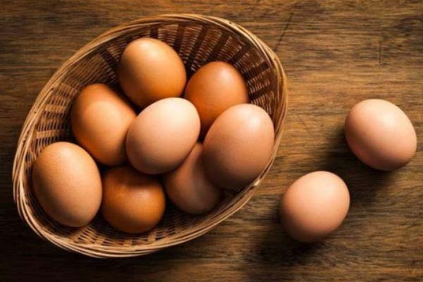 Cách lăn trứng gà tan máu bầm